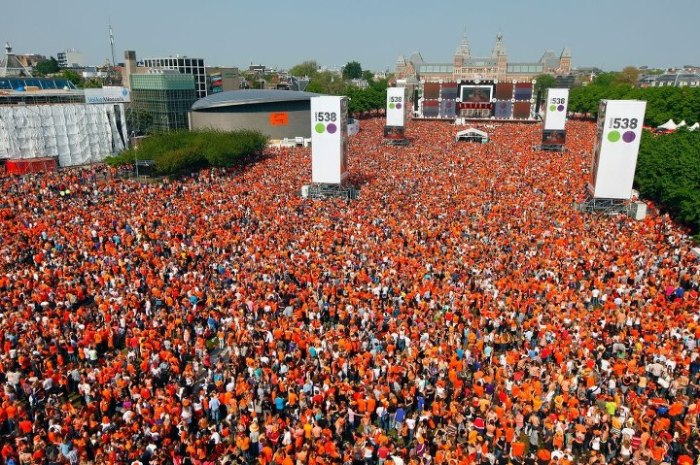 An extra 800.000 party-people came to Amsterdam for Queen's Day.