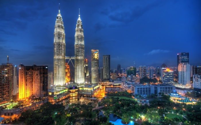 Malaysia, with here the capital Kuala Lumpur, is a magical place. However the nightlife is spoiled by rediculous alcohol prices.
