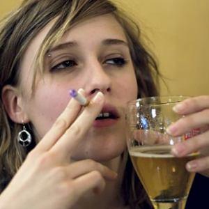 female-alcohol-addict