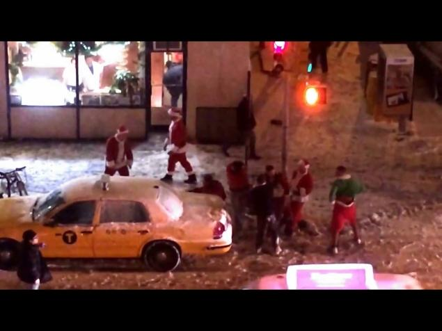 Drunk Santas kicking the shit out of each other.