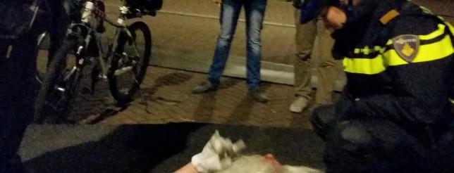 A cop tries to wake up Sinterklaas in Roosendaal.  Source: Dumpert.nl