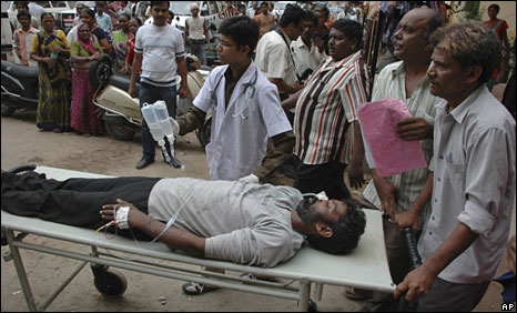 Man is hospitalized after drinking moonshine in Ahmedabad in 2009. At this occasion in the province Gujarat, that prohibits alcohol, 136 people got killed.