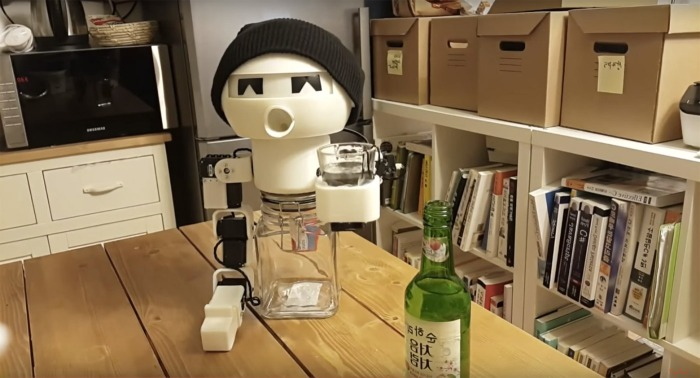 Drinky, the robot from Korea that keeps you company when drinking.